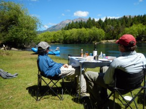riverside lunch trout streamer flyfishing argentina patagonia river guides prg